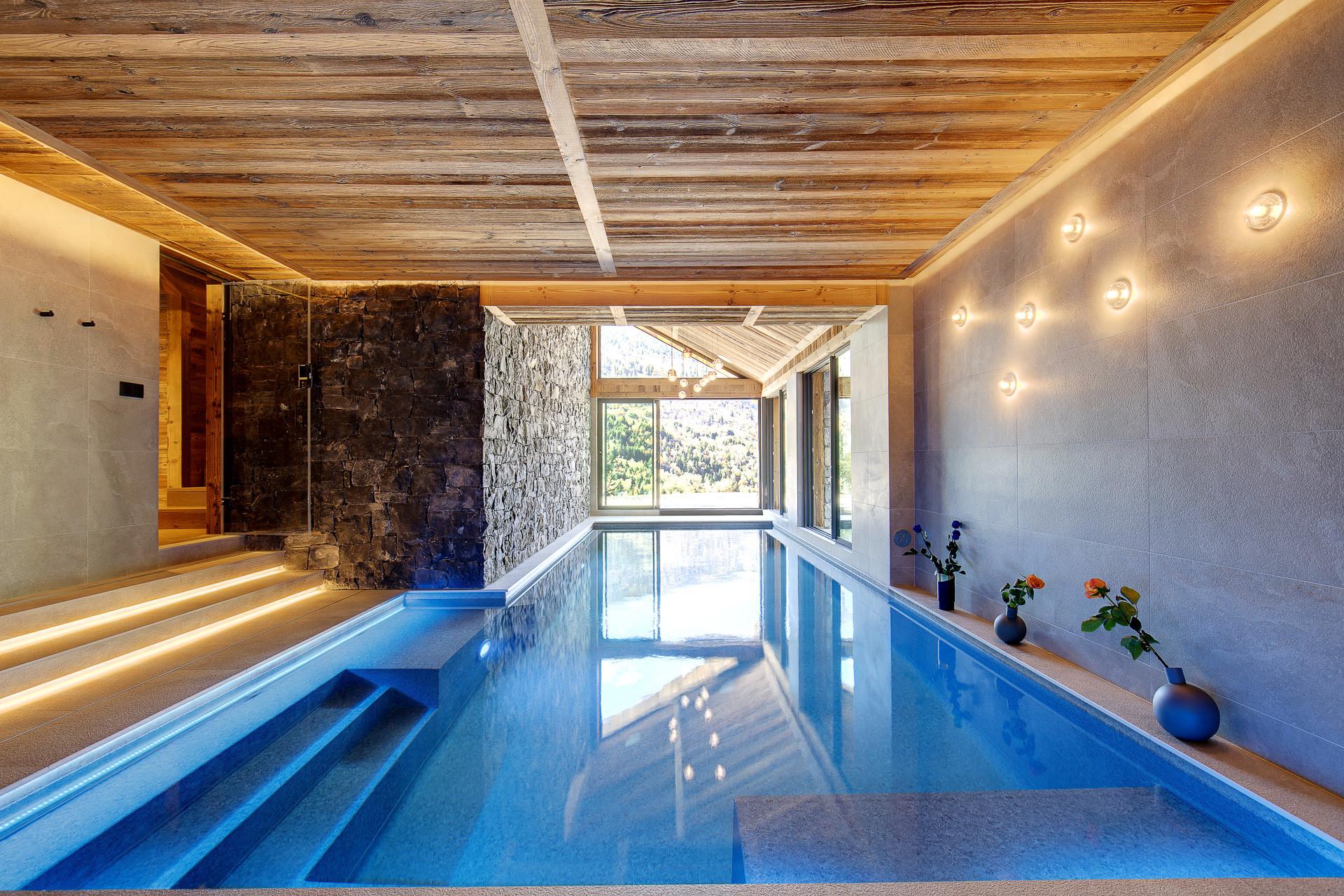 Chalet Menor Meribel pool
