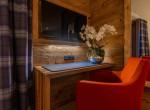 Helios-bedroom-Desk-shot-Chalet-Artemis