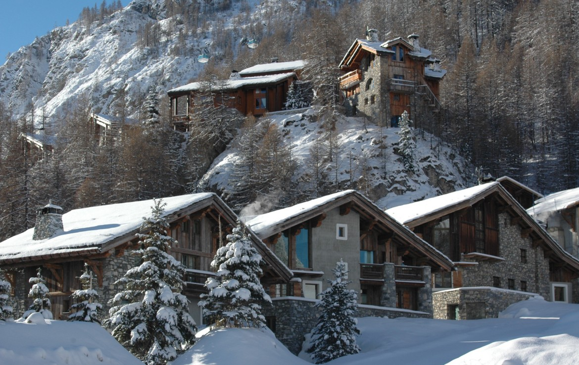 Kings-avenua-val-disere-snow-chalet-childfriendly-hammam-swimming-pool-covered-parking-outdoor-jacuzzi-elevator-boot-heaters-fireplace-area-val-disere-012-2