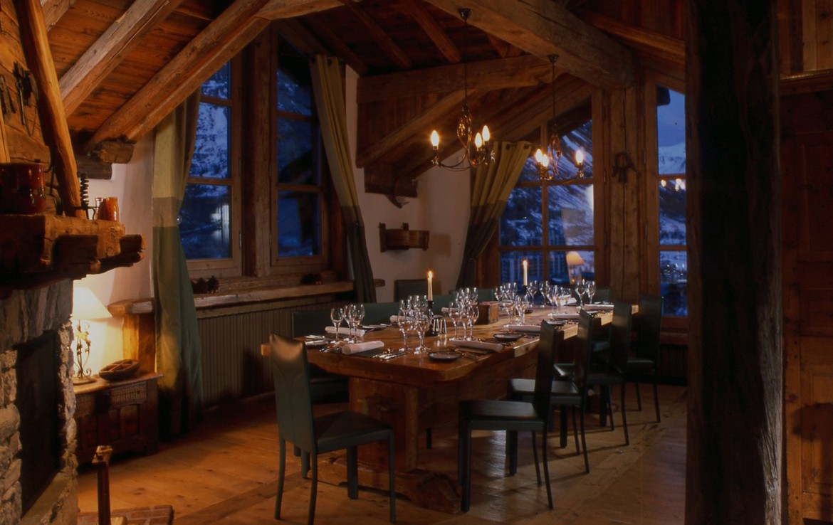 Kings-avenua-val-disere-snow-chalet-childfriendly-hammam-swimming-pool-covered-parking-outdoor-jacuzzi-elevator-boot-heaters-fireplace-area-val-disere-012-6