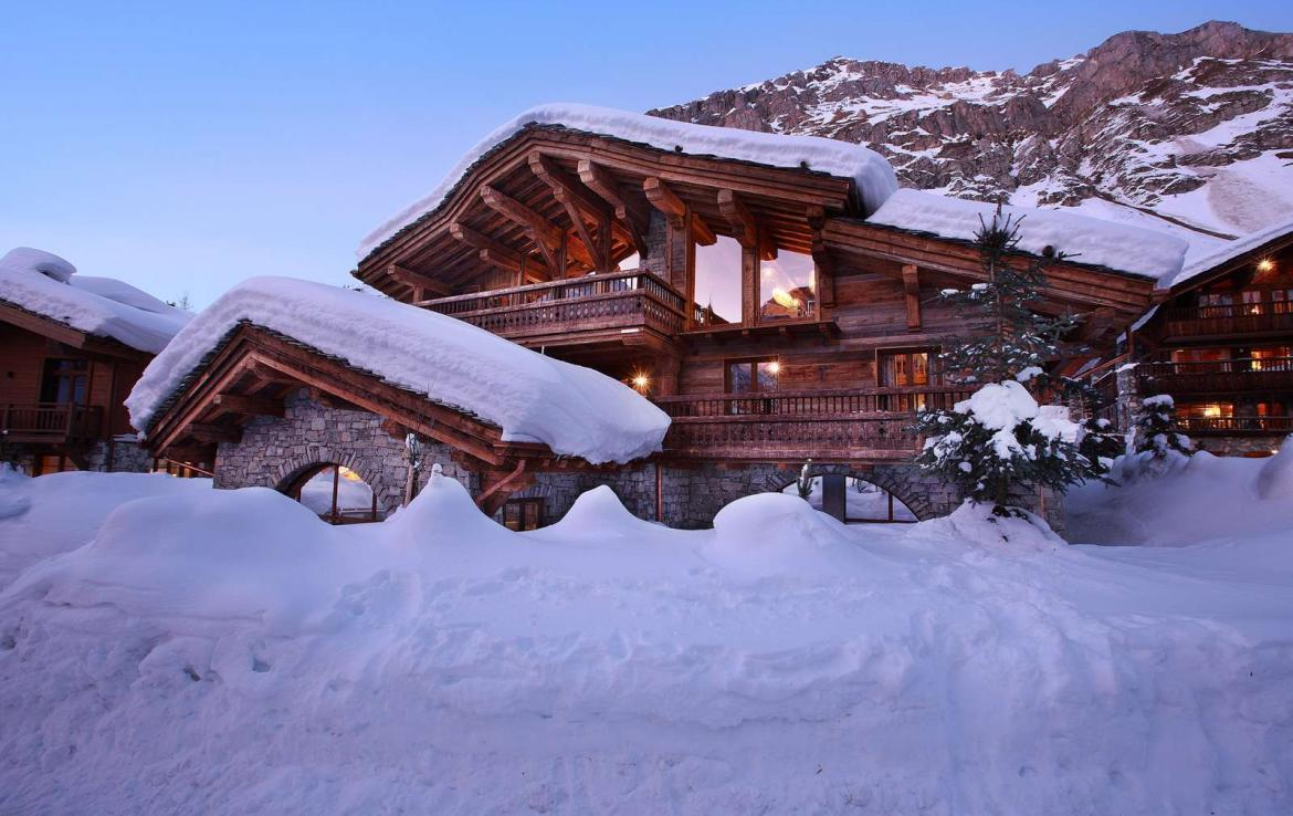 Kings-avenua-val-disere-snow-chalet-jacuzzi-hammam-swimming-pool-childfriendly-cinema-games-room-boot-heaters-fireplace-massage-room-lift-terrace-area-val-disere-001