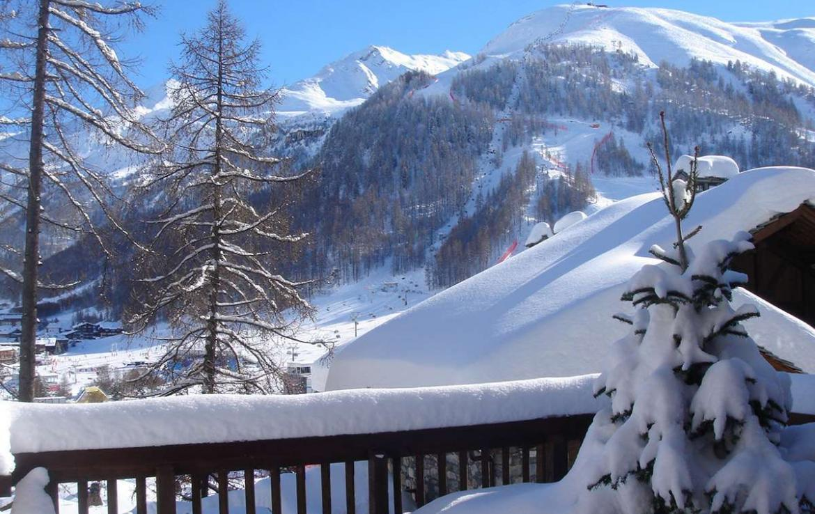 Kings-avenua-val-disere-snow-chalet-outdoor-jacuzzi-hammam-swimming-pool-childfriendly-gym-foot-heaters-fireplace-bar-massage-room-lift-area-val-disere-003-2