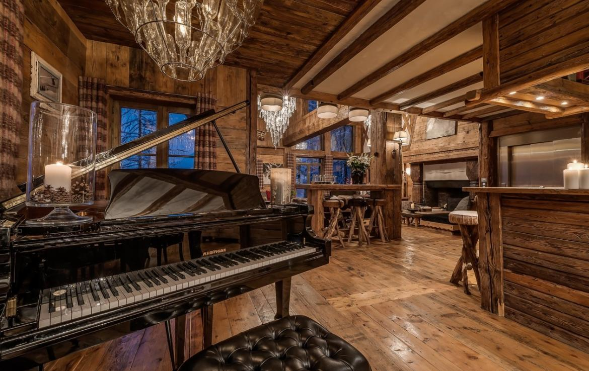 Kings-avenua-val-disere-snow-chalet-outdoor-jacuzzi-hammam-swimming-pool-childfriendly-gym-foot-heaters-fireplace-bar-massage-room-lift-area-val-disere-003-5
