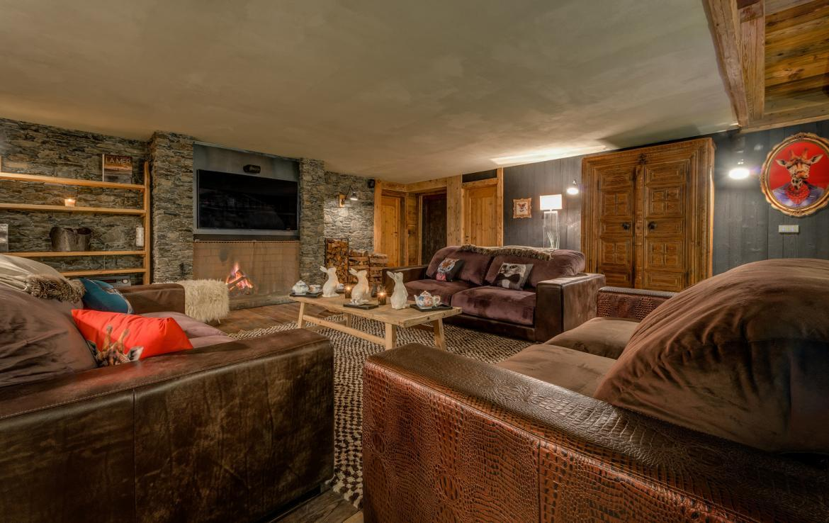Kings-avenua-val-disere-snow-chalet-sauna-indoor-jacuzzi-hammam-swimming-pool-childfriendly-covered-parking-gym-fireplace-massage-room-area-val-disere-009-10