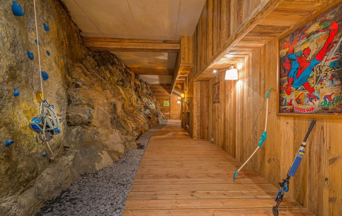 Kings-avenua-val-disere-snow-chalet-sauna-indoor-jacuzzi-hammam-swimming-pool-childfriendly-covered-parking-gym-fireplace-massage-room-area-val-disere-009-17