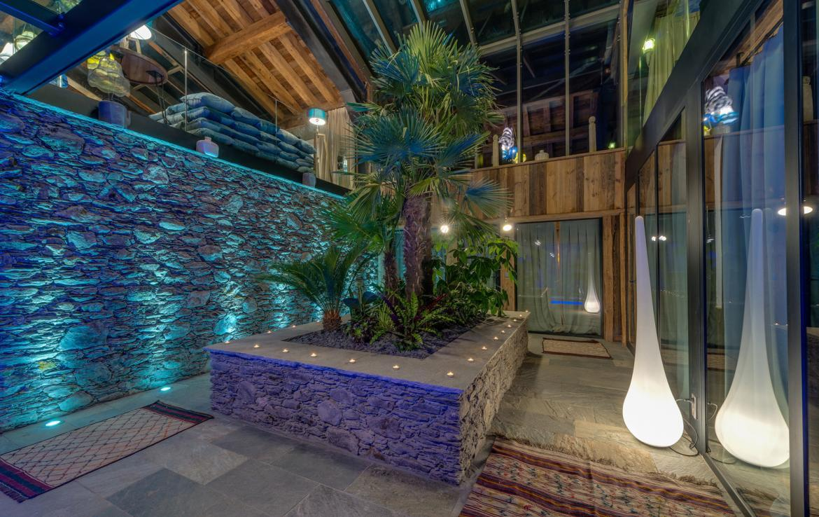 Kings-avenua-val-disere-snow-chalet-sauna-indoor-jacuzzi-hammam-swimming-pool-childfriendly-covered-parking-gym-fireplace-massage-room-area-val-disere-009-8