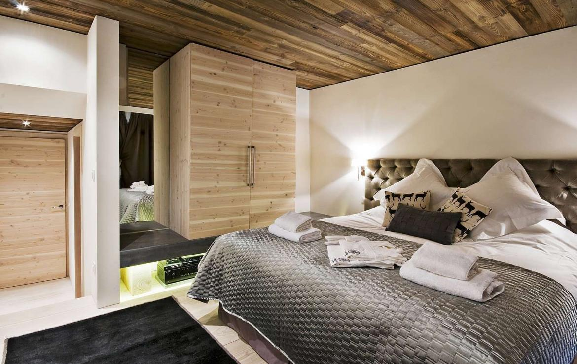 Kings-avenua-val-disere-snow-chalet-sauna-jacuzzi-hammam-childfriendly-parking-fireplace-ski-in-ski-out-wine-cellar-massage-room-area-val-disere-008-12