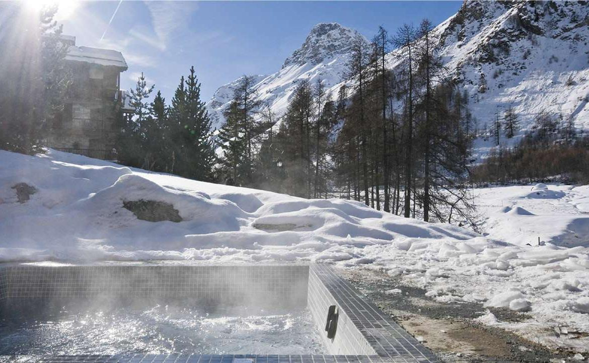Kings-avenua-val-disere-snow-chalet-sauna-jacuzzi-hammam-childfriendly-parking-fireplace-ski-in-ski-out-wine-cellar-massage-room-area-val-disere-008-15