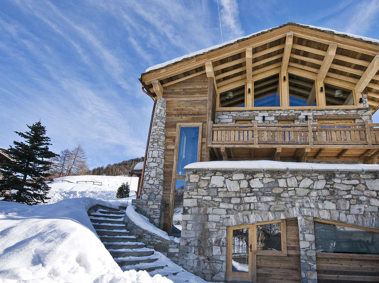 Kings-avenua-val-disere-snow-chalet-sauna-jacuzzi-hammam-childfriendly-parking-fireplace-ski-in-ski-out-wine-cellar-massage-room-area-val-disere-008-2