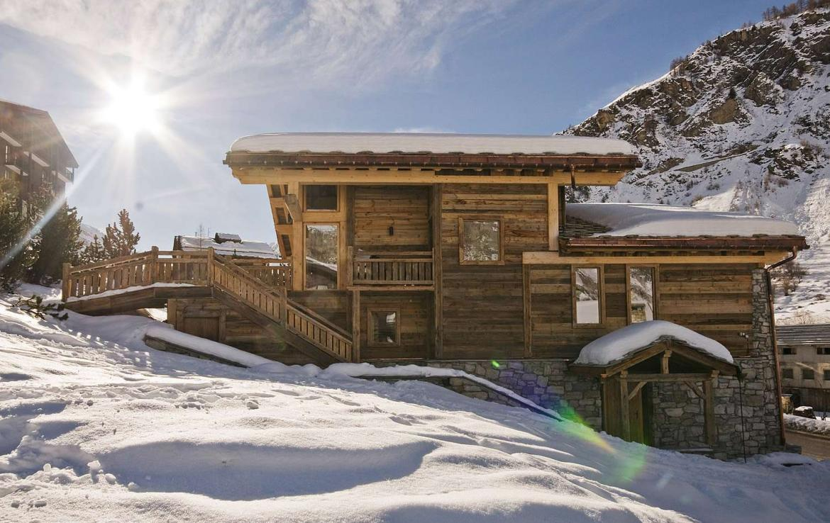 Kings-avenua-val-disere-snow-chalet-sauna-jacuzzi-hammam-childfriendly-parking-fireplace-ski-in-ski-out-wine-cellar-massage-room-area-val-disere-008-3