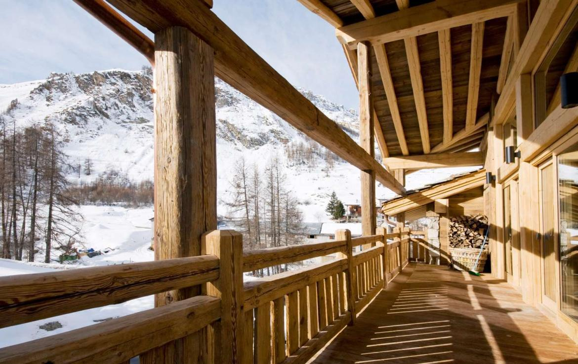 Kings-avenua-val-disere-snow-chalet-sauna-jacuzzi-hammam-childfriendly-parking-fireplace-ski-in-ski-out-wine-cellar-massage-room-area-val-disere-008-4