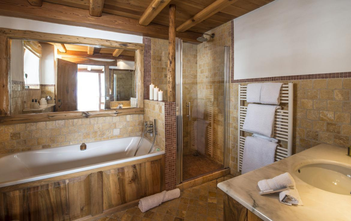 Kings-avenua-val-disere-snow-chalet-sauna-outdoor-jacuzzi-chidfriendly-kids-playroom-fireplace-boot-heaters-ski-in-ski-out-hot-tubs-massage-room-area-val-disere-004-12