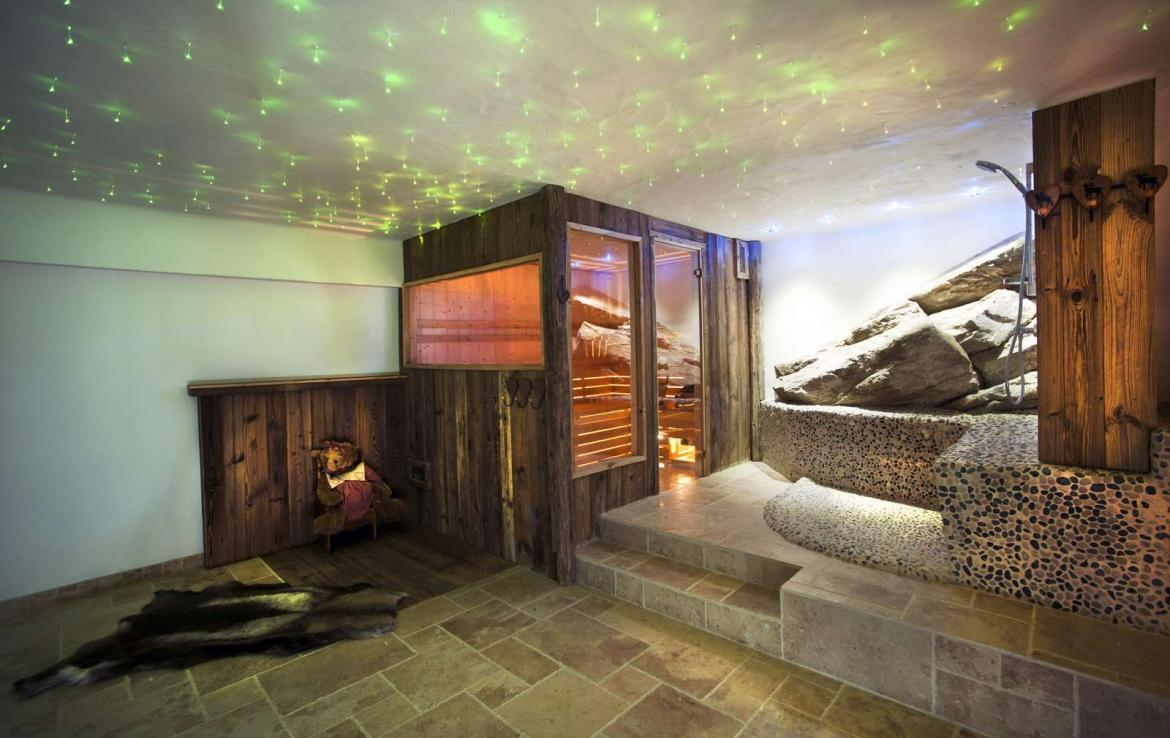 Kings-avenua-val-disere-snow-chalet-sauna-outdoor-jacuzzi-chidfriendly-kids-playroom-fireplace-boot-heaters-ski-in-ski-out-hot-tubs-massage-room-area-val-disere-004-15