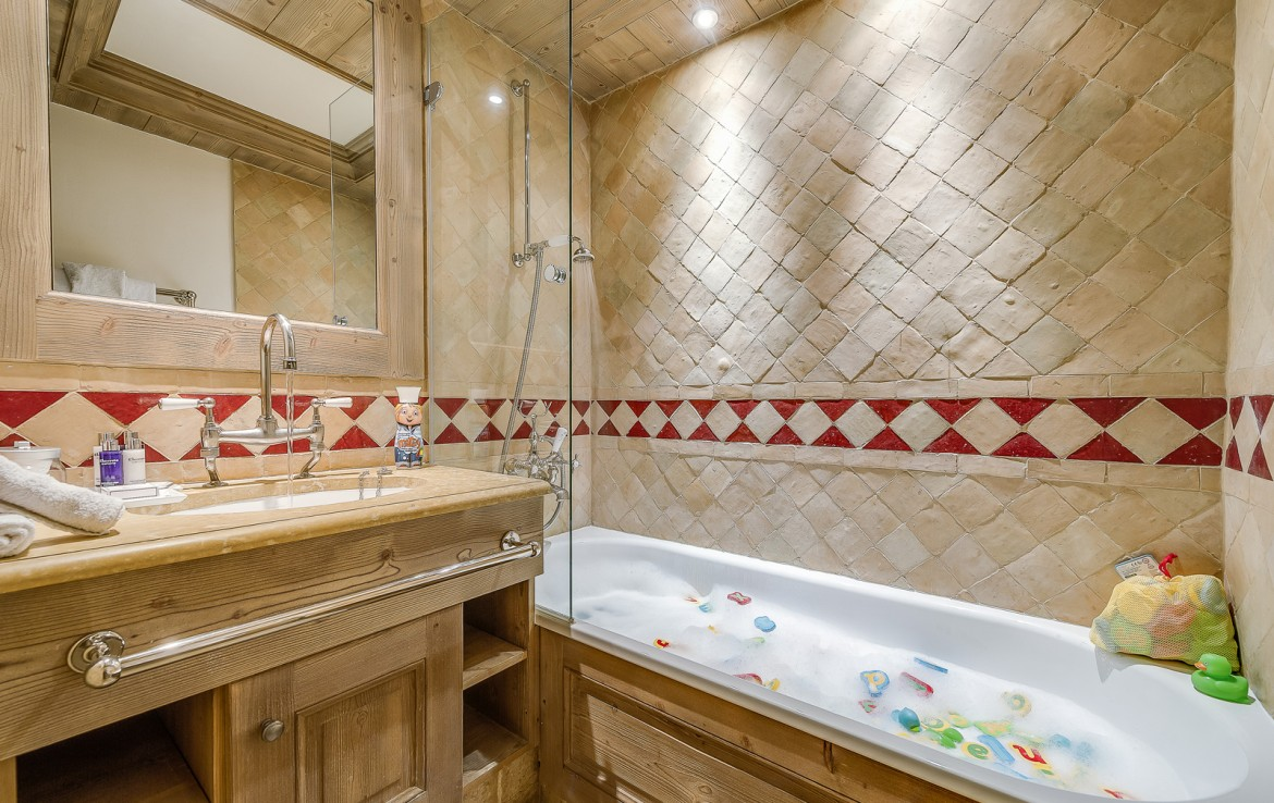 Kings-avenua-val-disere-snow-chalet-sauna-swimming-pool-childfriendly-parking-boot-heaters-fireplace-ski-in-ski-out-lift-terrace-area-val-disere-010-19