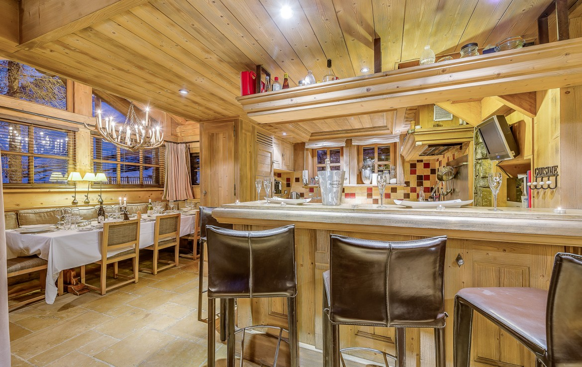 Kings-avenua-val-disere-snow-chalet-sauna-swimming-pool-childfriendly-parking-boot-heaters-fireplace-ski-in-ski-out-lift-terrace-area-val-disere-010-5
