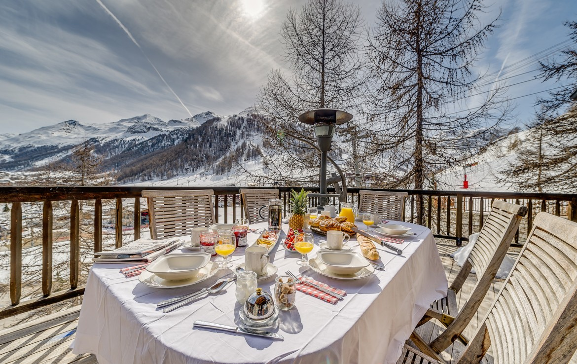Kings-avenua-val-disere-snow-chalet-sauna-swimming-pool-childfriendly-parking-boot-heaters-fireplace-ski-in-ski-out-lift-terrace-area-val-disere-010-8