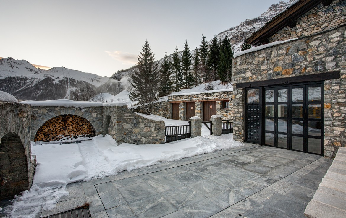 Kings-avenua-val-disere-snow-chalet-sauna-swimming-pool-parking-boot-heaters-fireplace-ski-in-ski-out-cigar-room-massage-therapie-room-area-val-disere-011-2