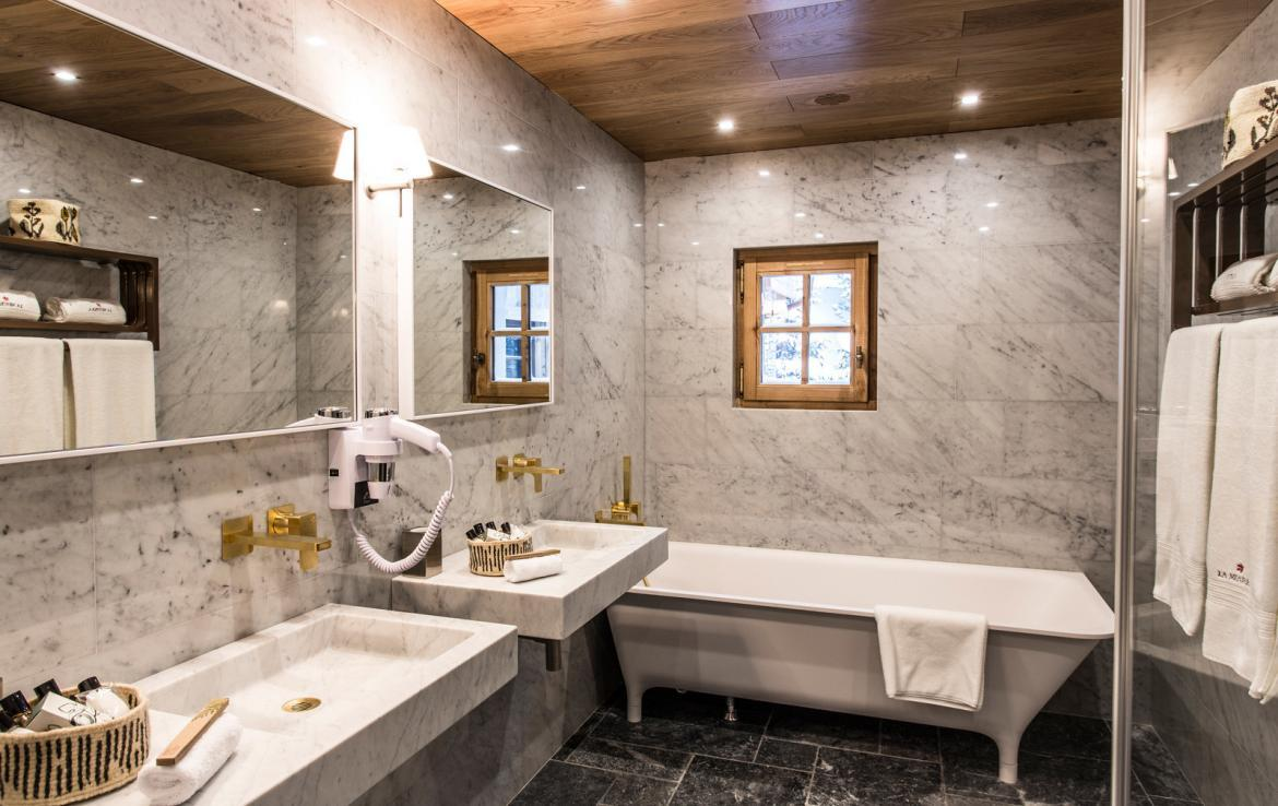 Kings-avenua-val-disere-snow-chalet-wifi-sauna-hammam-swimming-pool-childfriendly-parking-cinema-boot-heaters-fireplace-massage-room-spa-pool-area-val-disere-002-14