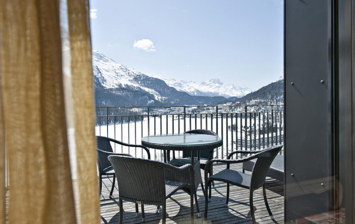 Kings-avenua-val-disere-snow-penthouse-tv-hifi-telephone-wifi-sauna-jacuzzi-hammam-swimming-pool-childfriendly-parking-fireplace-area-st-mortiz-011-3