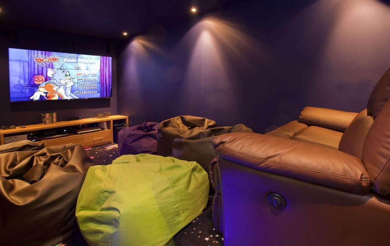Kings-avenue-chamonix-hammam-parking-cinema-games-room-boot-heaters-fireplace-spa-pool-jacuzzi-steam-room-area-chamonix-008-11