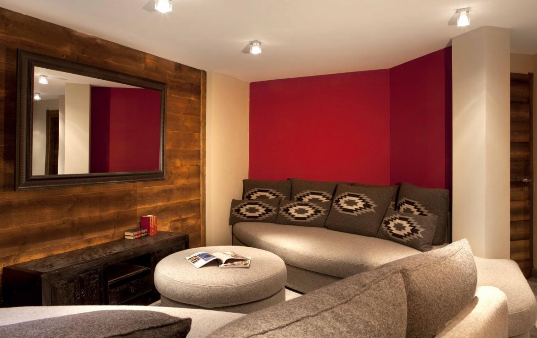 Kings-avenue-chamonix-parking-gym-fireplace-swimming-pool-spa-sauna-steam-room-tv-ski-boot-room-area-chamonix-002-17