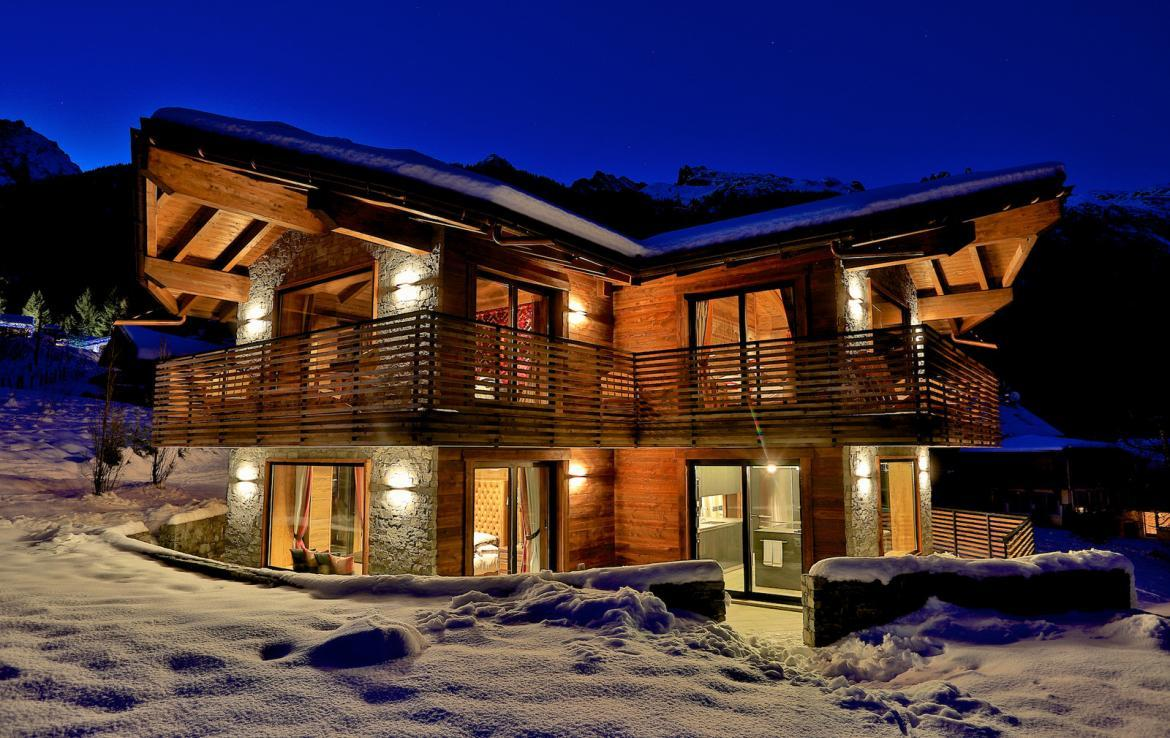 Kings-avenue-chamonix-parking-gym-fireplace-swimming-pool-spa-sauna-steam-room-tv-ski-boot-room-area-chamonix-002-18