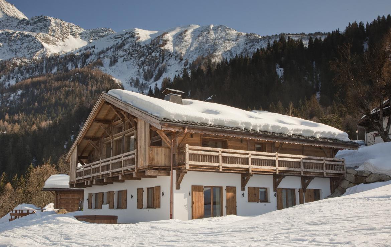 Kings-avenue-chamonix-sauna-jacuzzi-hammam-parking-kids-playroom-boot-heaters-fireplace-ski-in-ski-out-area-chamonix-007