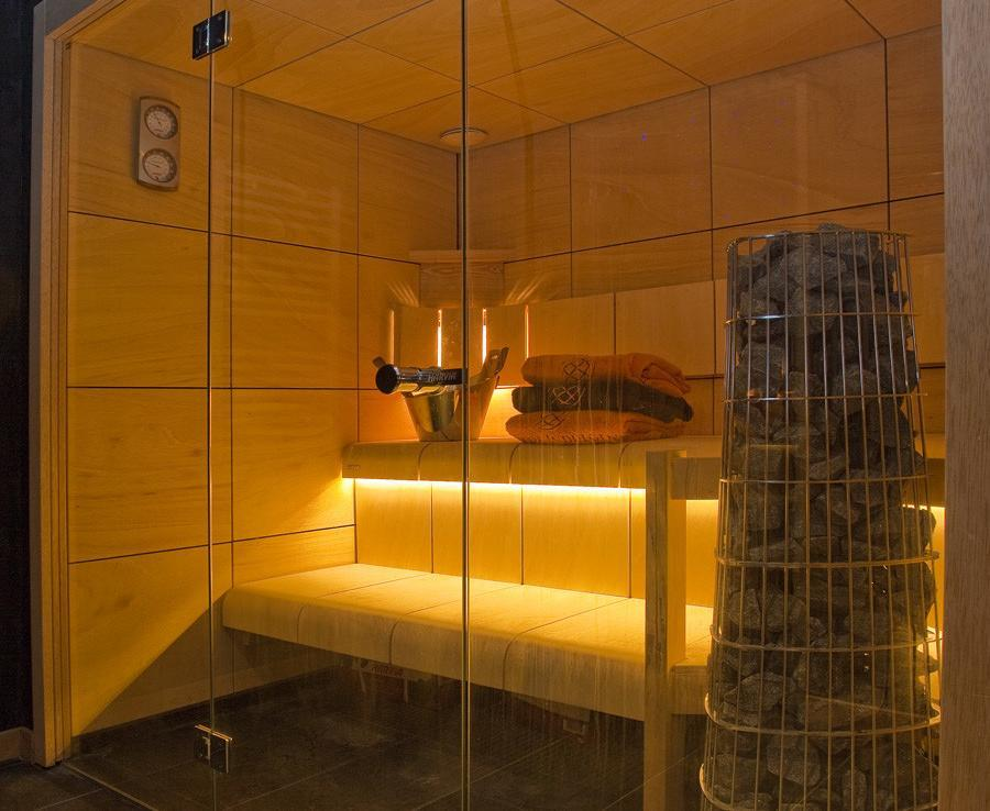 Kings-avenue-chamonix-sauna-jacuzzi-hammam-parking-kids-playroom-boot-heaters-fireplace-ski-in-ski-out-area-chamonix-007-8