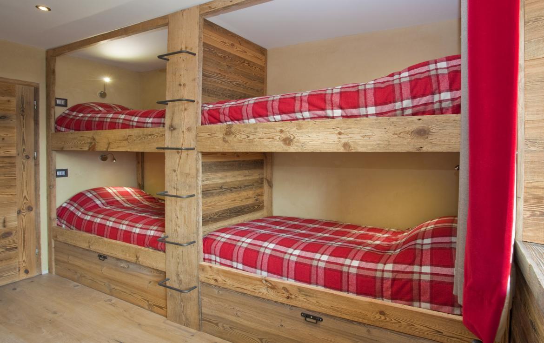 Kings-avenue-chamonix-sauna-jacuzzi-hammam-parking-kids-playroom-boot-heaters-fireplace-ski-in-ski-out-area-chamonix-00714