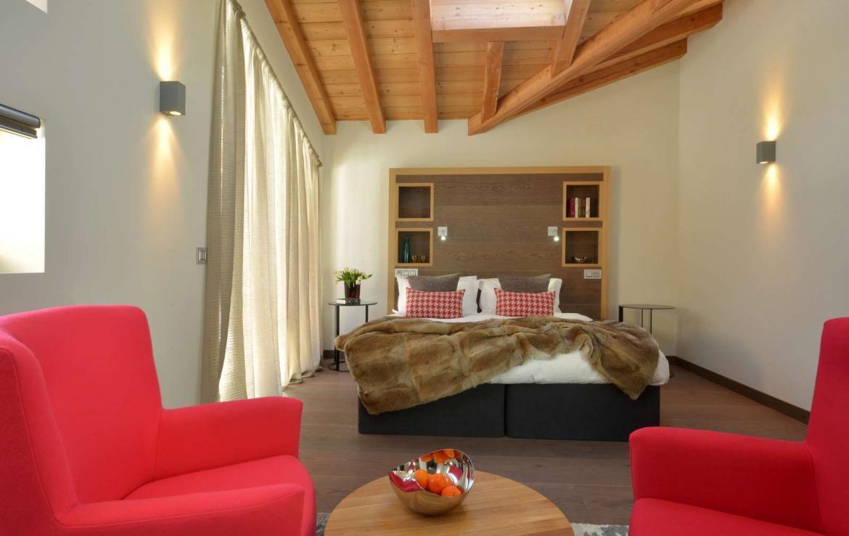 Kings-avenue-chamonix-sauna-jacuzzi-swimming-pool-parking-cinema-boot-heaters-fireplace-terrace-area-chamonix-004-12