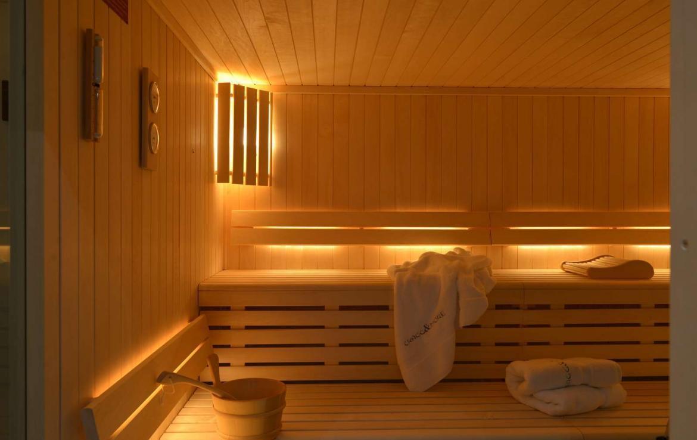 Kings-avenue-chamonix-sauna-jacuzzi-swimming-pool-parking-cinema-boot-heaters-fireplace-terrace-area-chamonix-004-17