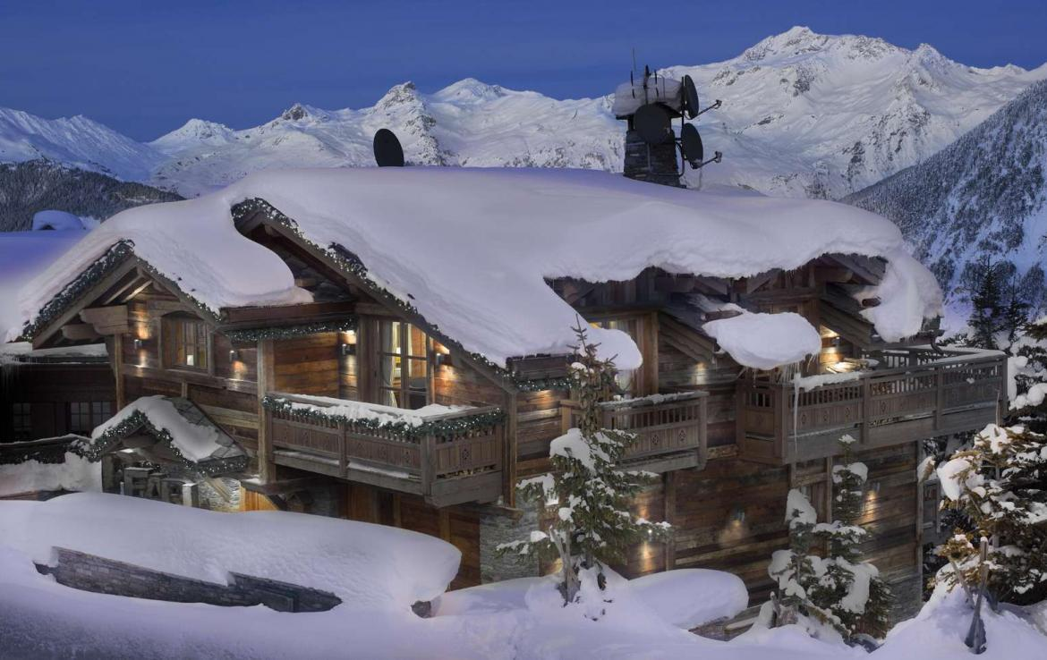 Kings-avenue-courchevel-hammam-swimming-pool-childfriendly-parking-cinema-boot-heaters-fireplace-ski-in-ski-out-lift-kids-playroom-gym-balconies-area-courchevel-015-2