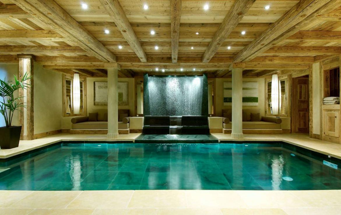 Kings-avenue-courchevel-hammam-swimming-pool-childfriendly-parking-cinema-boot-heaters-fireplace-ski-in-ski-out-lift-kids-playroom-gym-balconies-area-courchevel-015-6