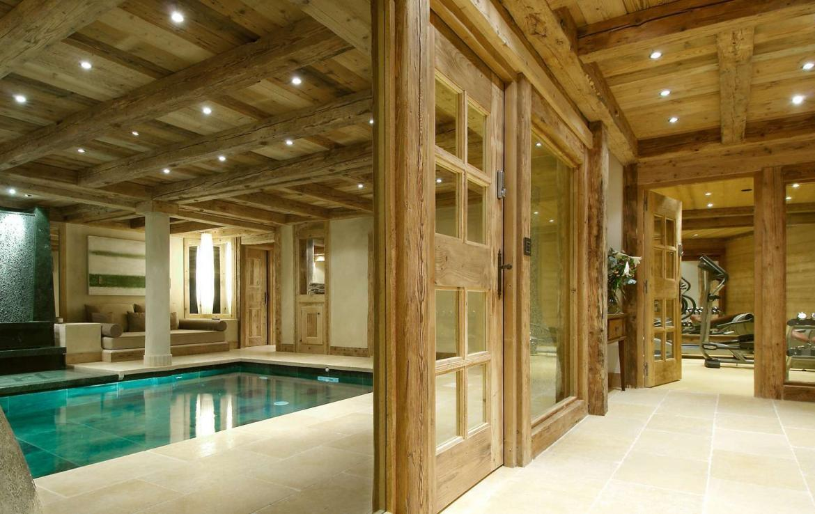 Kings-avenue-courchevel-hammam-swimming-pool-childfriendly-parking-cinema-boot-heaters-fireplace-ski-in-ski-out-lift-kids-playroom-gym-balconies-area-courchevel-015-8