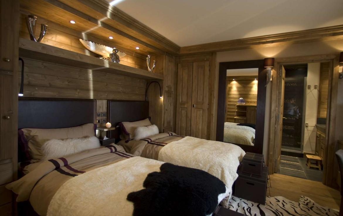 Kings-avenue-courchevel-hifi-wifi-satellite-jacuzzi-hammam-childfriendly-parking-cinema-boot-heaters-fireplace-ski-in-ski-out-massage-table-area-courchevel-094-7