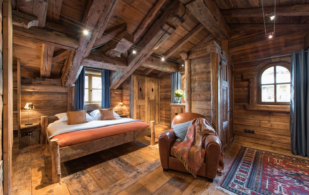 Kings-avenue-courchevel-jacuzzi-hammam-boot-heaters-fireplace-welness-area-close-proximity-to-slopes-area-courchevel-029-11