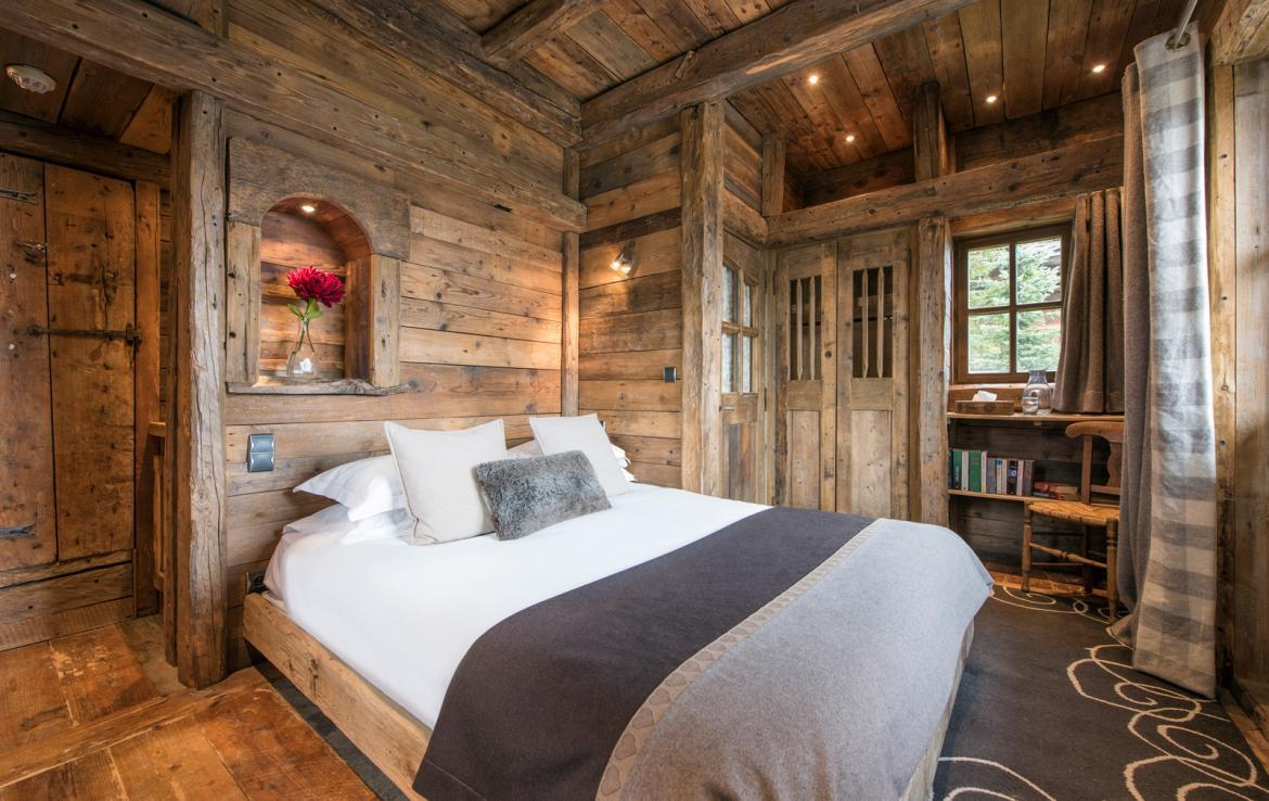Kings-avenue-courchevel-jacuzzi-hammam-boot-heaters-fireplace-welness-area-close-proximity-to-slopes-area-courchevel-029-18
