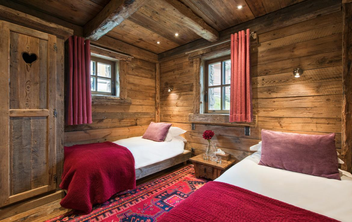 Kings-avenue-courchevel-jacuzzi-hammam-boot-heaters-fireplace-welness-area-close-proximity-to-slopes-area-courchevel-029-19