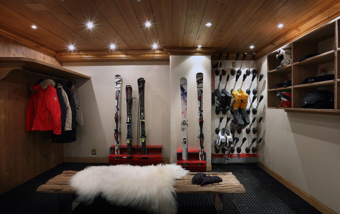 Kings-avenue-courchevel-jacuzzi-hammam-childfriendly-parking-boot-heaters-fireplace-ski-in-ski-out-gardens-area-courchevel-003-13