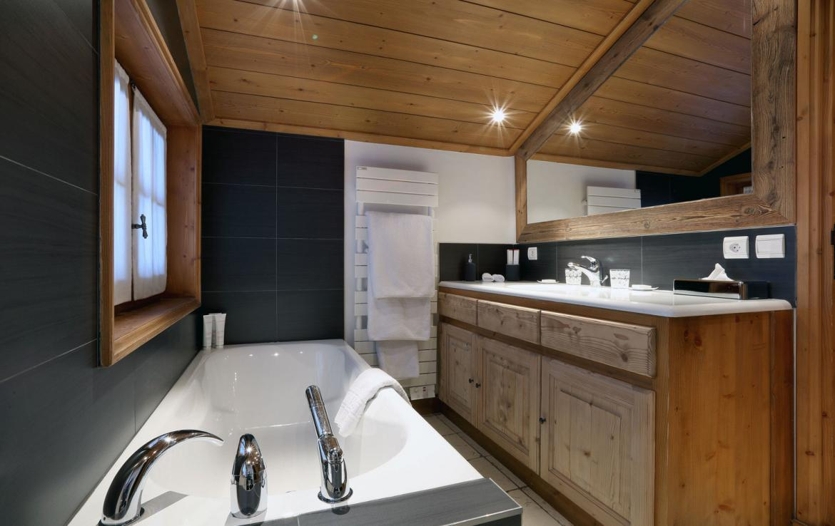 Kings-avenue-courchevel-jacuzzi-hammam-childfriendly-parking-boot-heaters-fireplace-ski-in-ski-out-gardens-area-courchevel-003-8