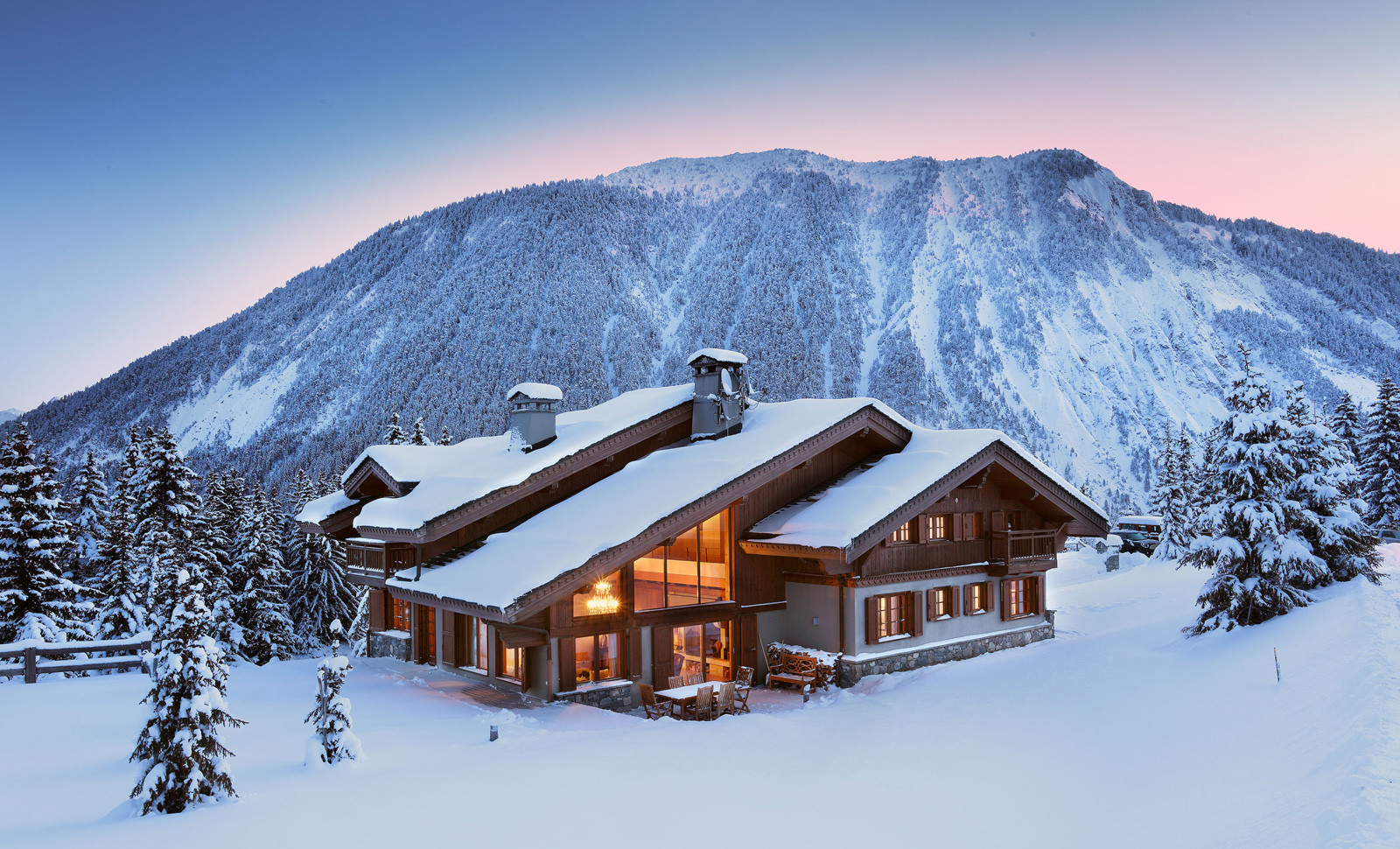 Kings-avenue-courchevel-jacuzzi-hammam-childfriendly-parking-boot-heaters-fireplace-ski-in-ski-out-gardens-area-courchevel-003