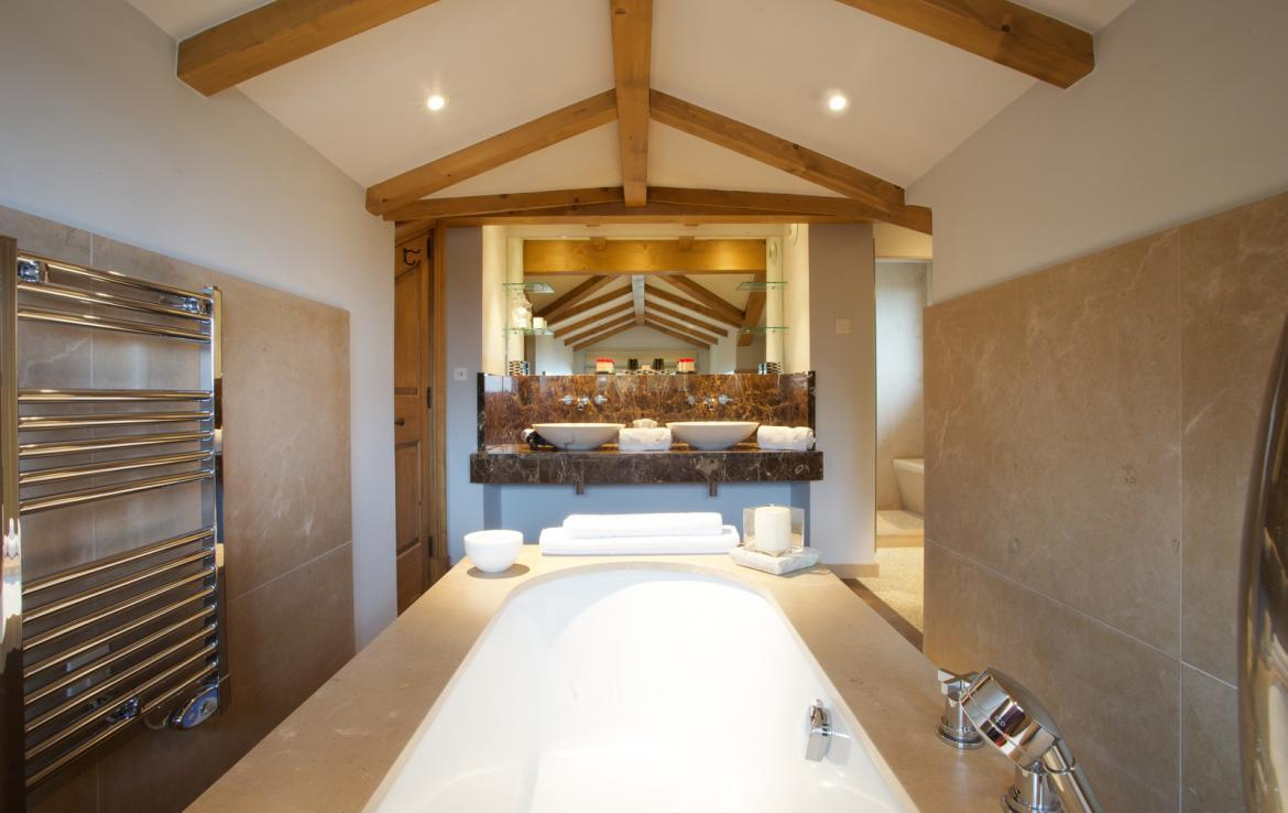 Kings-avenue-courchevel-jacuzzi-hammam-childfriendly-parking-cinema-boot-heaters-fireplace-ski-in-ski-out-massage-room-lift-balconies-area-courchevel-016-10