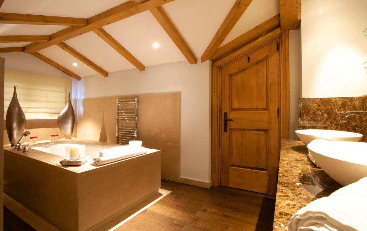 Kings-avenue-courchevel-jacuzzi-hammam-childfriendly-parking-cinema-boot-heaters-fireplace-ski-in-ski-out-massage-room-lift-balconies-area-courchevel-016-11