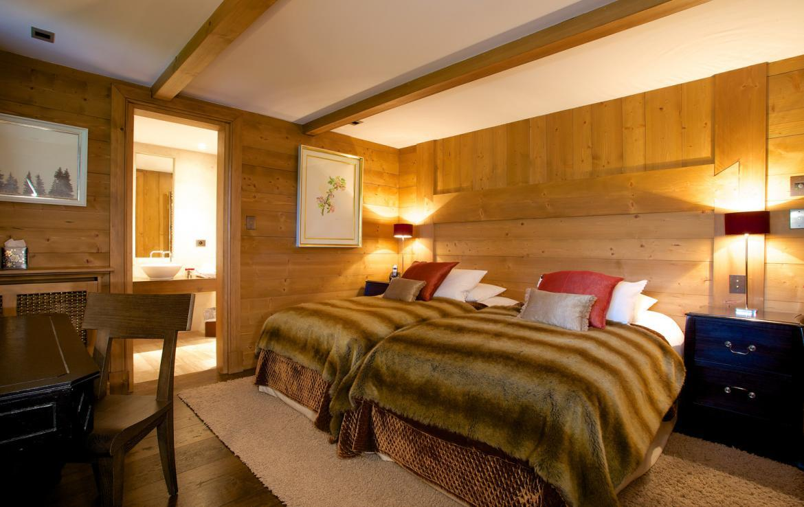 Kings-avenue-courchevel-jacuzzi-hammam-childfriendly-parking-cinema-boot-heaters-fireplace-ski-in-ski-out-massage-room-lift-balconies-area-courchevel-016-15