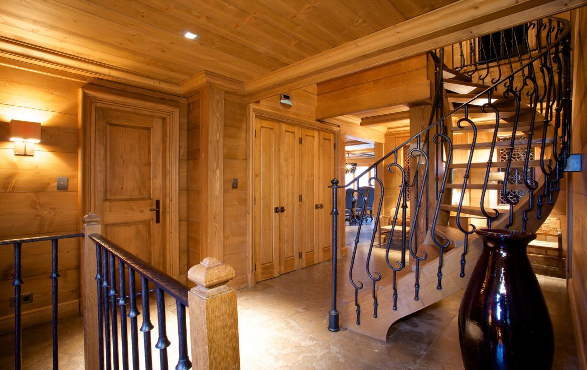 Kings-avenue-courchevel-jacuzzi-hammam-childfriendly-parking-cinema-boot-heaters-fireplace-ski-in-ski-out-massage-room-lift-balconies-area-courchevel-016-3