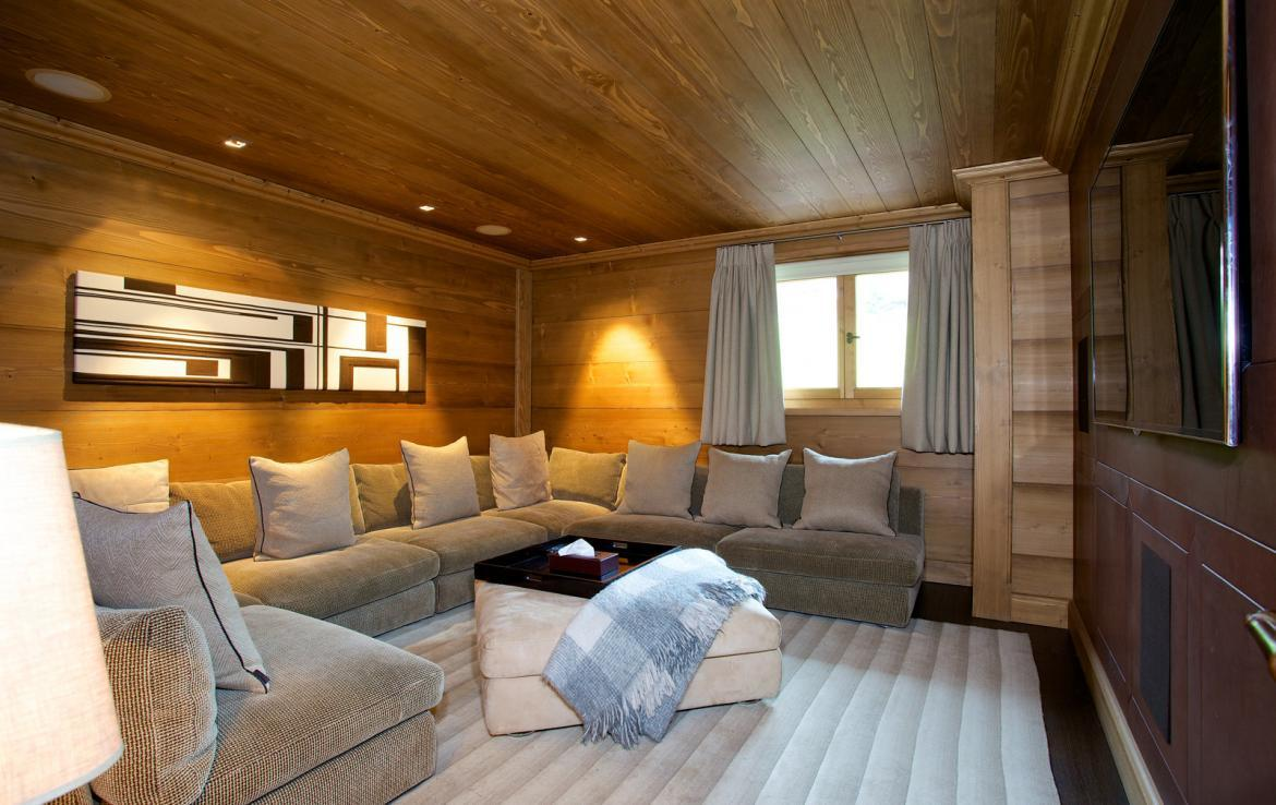 Kings-avenue-courchevel-jacuzzi-hammam-childfriendly-parking-cinema-boot-heaters-fireplace-ski-in-ski-out-massage-room-lift-balconies-area-courchevel-016-6