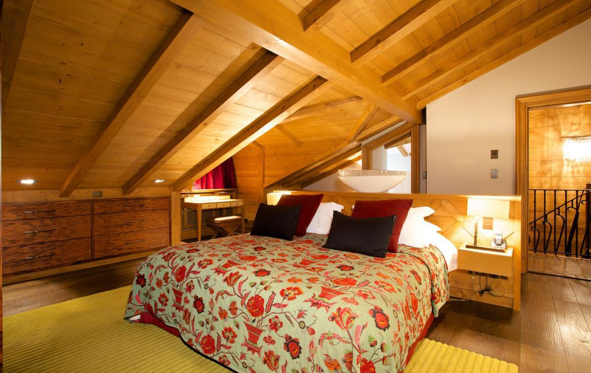 Kings-avenue-courchevel-jacuzzi-hammam-childfriendly-parking-cinema-boot-heaters-fireplace-ski-in-ski-out-massage-room-lift-balconies-area-courchevel-016-9