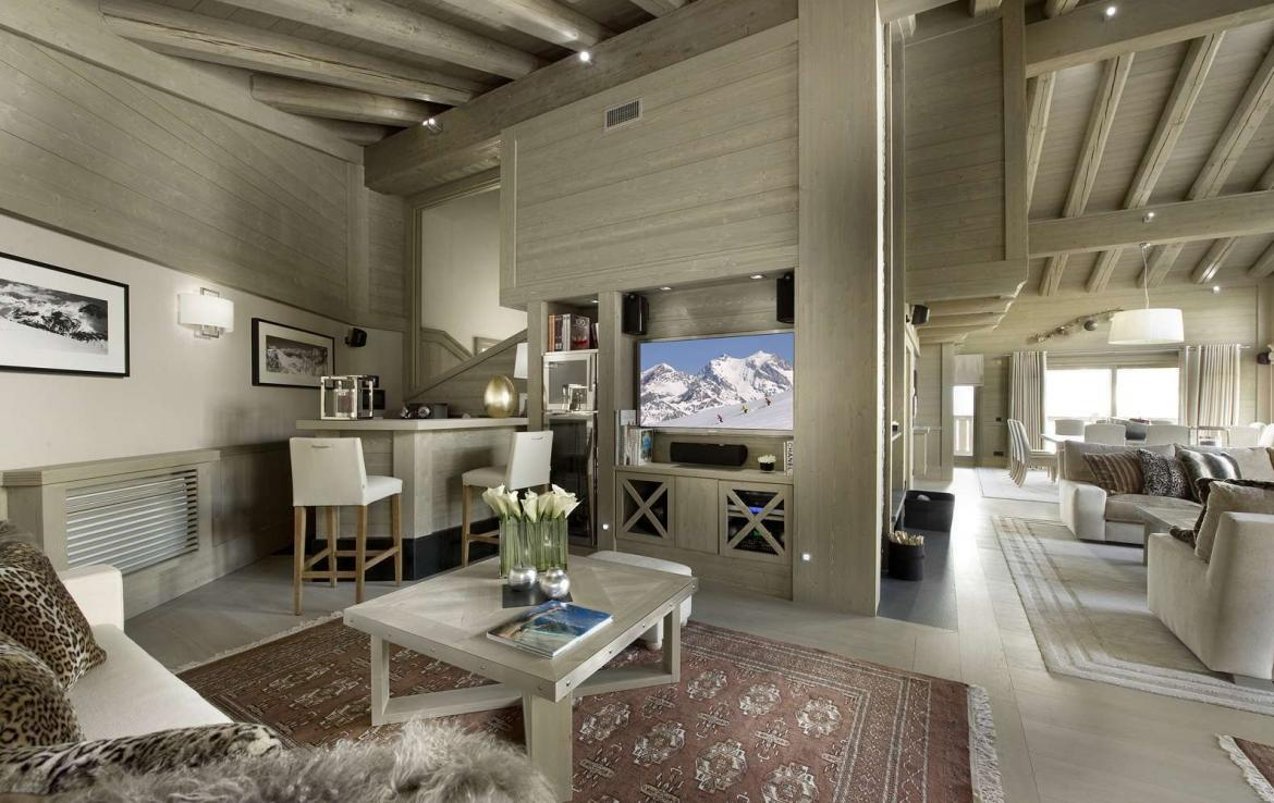 Kings-avenue-courchevel-jacuzzi-hammam-swimming-pool-childfriendly-parking-boot-heaters-fireplace-ski-in-ski-out-wine-cellar-area-courchevel-023-4