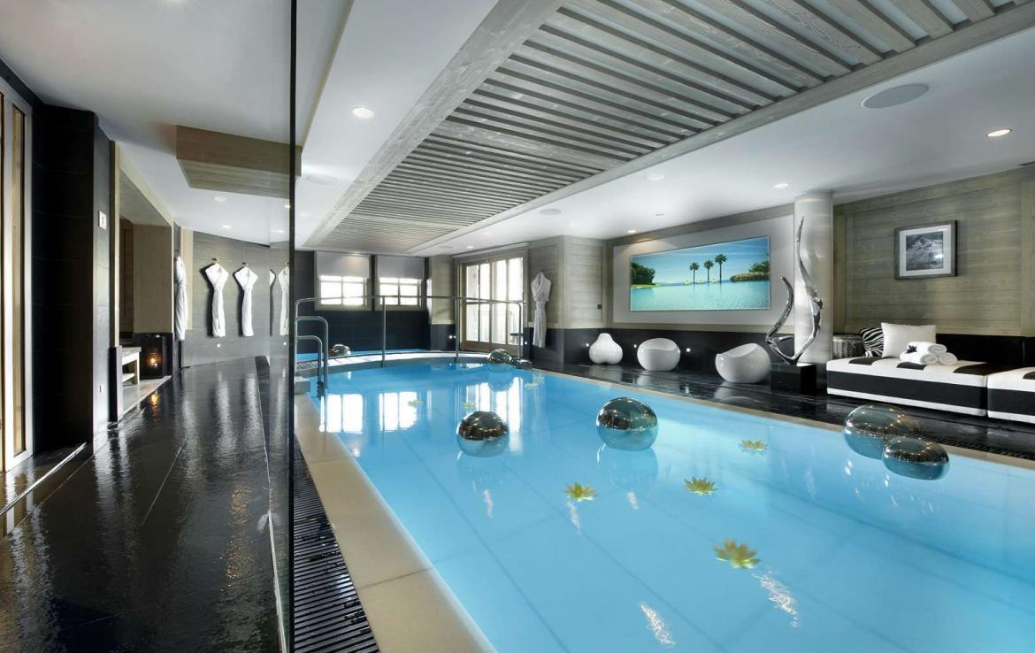 Kings-avenue-courchevel-jacuzzi-hammam-swimming-pool-childfriendly-parking-boot-heaters-fireplace-ski-in-ski-out-wine-cellar-area-courchevel-023-6