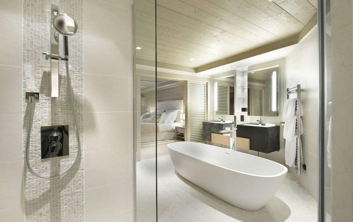 Kings-avenue-courchevel-jacuzzi-hammam-swimming-pool-childfriendly-parking-boot-heaters-fireplace-ski-in-ski-out-wine-cellar-area-courchevel-023-8